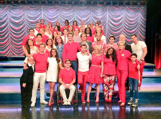 rs_560x415-150225132641-1024-glee-cast-group-shot.jw.22515