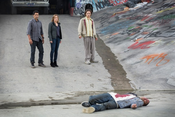 Cliff Curtis as Sean, Kim Dickens as Miranda and Frank Dillane as Nick - Fear the Walking Dead _ Season 1, Episode 1 - Photo Credit: Justin Lubin/AMC