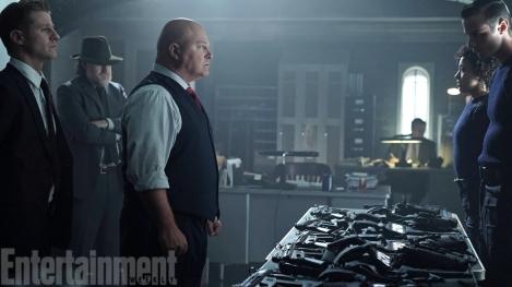 Ben-McKenzie-Donal-Logue-and-Michael-Chiklis-in-Gotham-Season-2