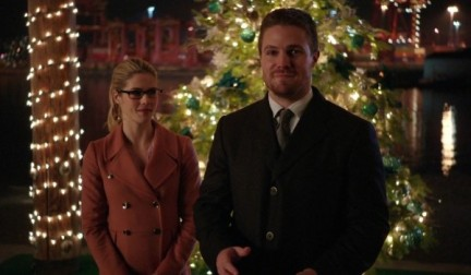 emily-bett-rickards-stephen-amell-arrow-dark-waters-01-600x350-e1449888507585