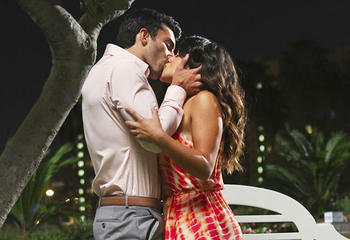 "Jane The Virgin --""Chapter Six"" -- Image JAV106B_398 -- Pictured (L-R): Justin Baldoni as Rafael and Gina Rodriguez as Jane -- Photo: Danny Feld/The CW -- © 2014 The CW Network, LLC. All rights reserved."